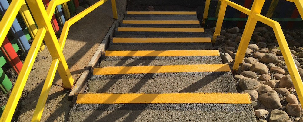 Anti-slip step edging