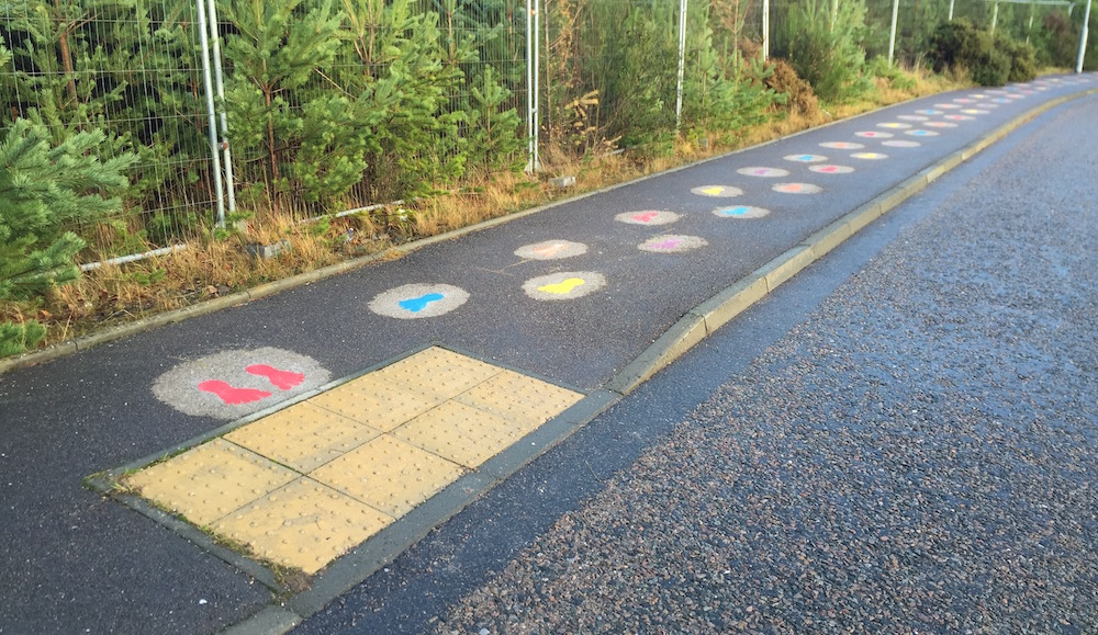 Safe road crossing with footprints